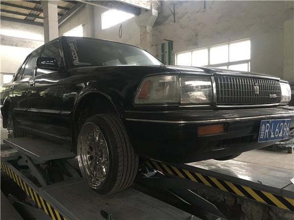 皇冠132老爷车安装airbft气动悬挂减震器定期检查气囊