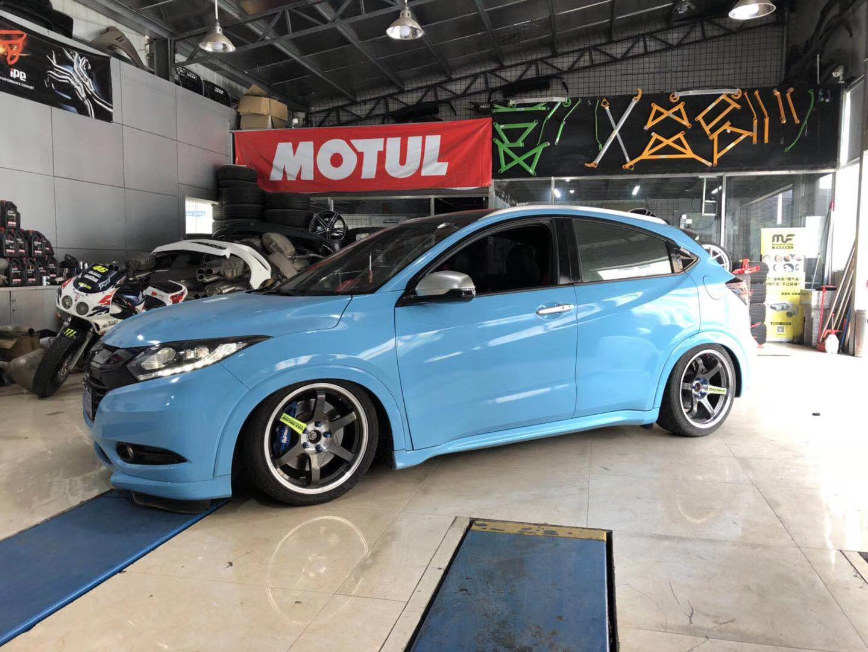 """本田缤智AIRBFT气动避震改装案例 缤智(VEZEL)是广汽本田旗下首款SUV,由Honda全新车型平台开发,2014年10月25日正式上市。作为继雅阁(Accord)、飞度(FIT)之后,广汽本田导入的Honda第三款全球战略车型,缤智(VEZEL)不仅完美展现了Honda FUNTEC技术的强大实力,更以""""极智玩美""""为品牌主张,凭借钻石般多变外观、超动感全能驾控、航空式梦幻座舱、多变性灵活空间、人性化智能配置五大颠覆性亮点,全面打破传统、颠覆既有,带给消费者前所未有的潮流体验"""