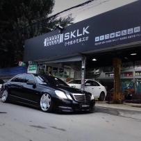 奔驰E260改装AIRBFT气动避震 底盘升降套件魅力姿态来袭 SKLK