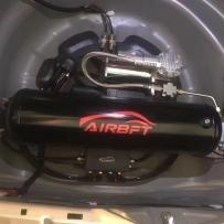 宝马E38改装AIRBFT气动避震 后备箱隐藏在备胎位置