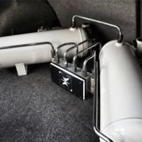 宝马E92气动避震升级 AIRBFT绞牙避震升级气动避震 ACCUAIR控制单元 超漂亮的气动造型