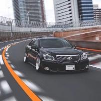 丰田皇冠安装气动减震器优雅姿态完美展现!