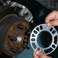 加装轮毂垫片达到轮毂与叶子板齐平的效果,达成HellaFlush的风格