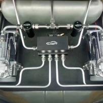 新款蒙迪欧改装台湾AIRBFT气压避震悬挂减震器 提高舒适降低车身展示奢华的后备箱造型
