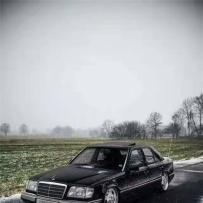 最经典的奔驰W124改装气动避震,低趴气场直逼劳斯莱斯